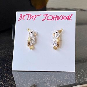 💕Betsey Johnson White Parrot Studs💕